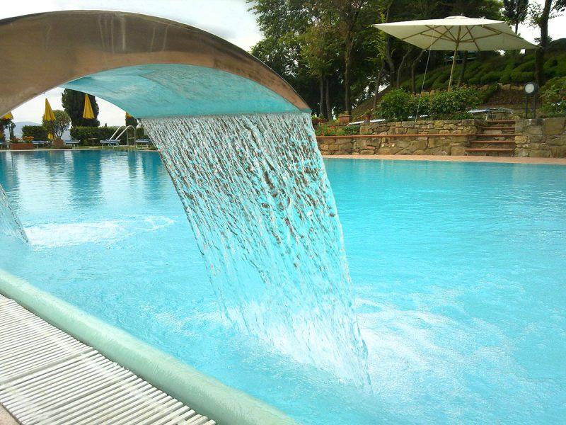 piscina-esterna-resort-casanova-san-quirico-dorcia